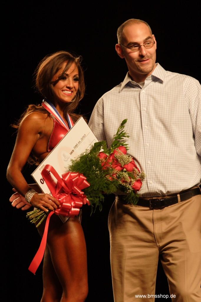 Nicole Nagrani gewinnt Ms. Bikini Olympia 2011.