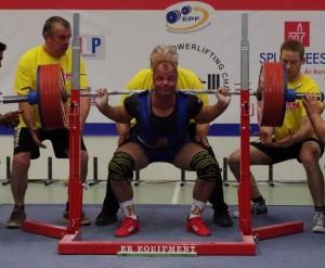 Mario Schnurr mit 320kg in der Kniebeuge