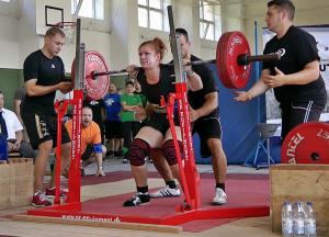 Veronika Mull beugt 175kg