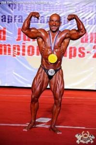 Jens Schneider gewinn die IFBB Masters WM 2013 bis 80 kg (Foto: IFBB.com)