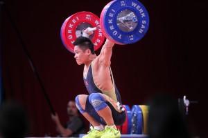 Lyu Xiaojun aus China holte den WM-Titel bis 77 kg und stellt im Reißen einen Weltrekord auf ( Foto: wwc2013 / LUKASZ GROCHALA / CYFRASPORT)
