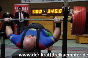 Kevin Koch versuch sich an 345 kg