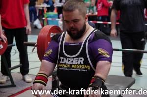 Markus Schick konzentriert sich auf seinen Versuch