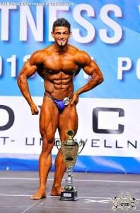 Iran´s Mahdi Zatparvar verteidigt seinen WM-Titel im Classic Bodybuilding ( Foto: ifbb.com)