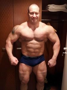 Kurz nach dem Wettkampf zeigt sich Sergej mit 120 kg- Körpergewicht in beeindruckender Verfassung (Foto:Sergej Moser)