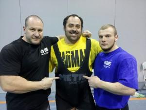 Sergej und Andrej mit dem Star er GPA WM Andrey Malanichev. Dem Russen gelangen 1100 kg.