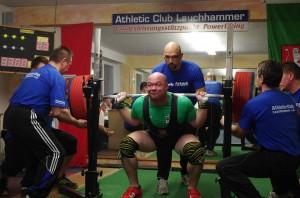Mike Schollbach mit 330 kg in der Kniebeuge ( Foto: Mit freundlicher Genehmigung von M.Schollbach )