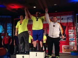 Andy Dörner (rechst) bei der Siegerehrung mit Sieger Blaine Sumner und Matt Baller