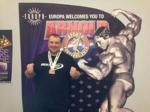 Andy Dörner mit seiner Bronzemedaille im Kraftdreikampf beim Arnold Sport Festival 2014