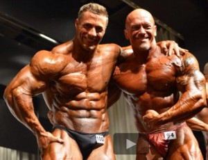 Die beiden Topathleten beim Posedown auf der Bühne (Foto:R.Szesny)