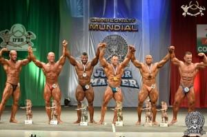 Siegerehrung Klasse bis 90 kg, Masters 40-49 Jahre ( Foto : www.ifbb.com)