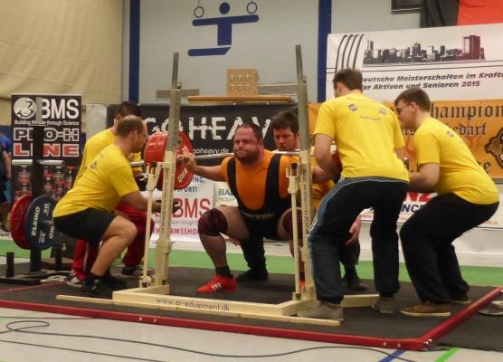 Jewgenij Kondraschow beugt 355 kg ( Foto: T.Klose)