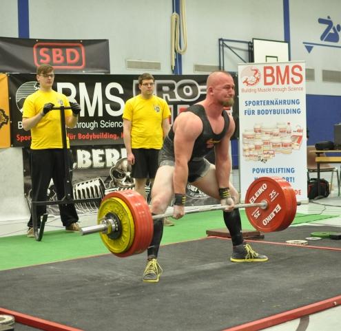 Sebastian Kaindl ( ESV München-Neuaubing) siegt bis 105 kg. Im Bild mit 310 kg im Kreuzheben ( Foto:T.Demkowsky)