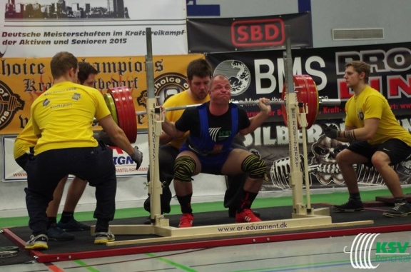 Mario Schnurr (KSV Renchtal) mit 310 kg in der Kniebeuge.Er gewann die Altersklasse 1 bis 93 kg mit 737,5 kg (Foto: KSV Renchtal)