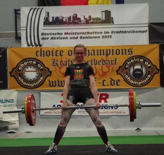 Locker zum Titel: Susan Cichon (KSV Renchtal). Die Siegerin der Klasse bis 57 kg zieht 155 kg. (Foto: KSV Renchtal)